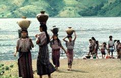 Wasser - Wassertransport durch Frauen und Kinder (Bildquelle unbekannt)